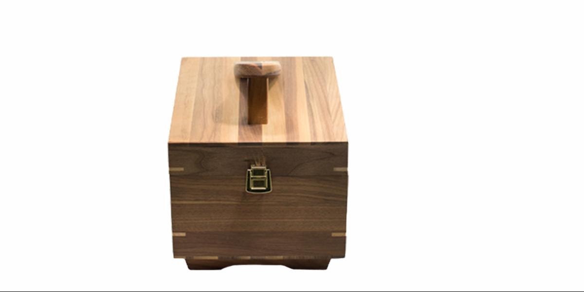 Cassetta porta lucidi in legno noce canaletto con poggiapiedi vuota